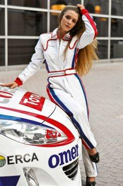 GRATIS AutoMechanika Girl-Kalender 2014 @messefrankfurt.com