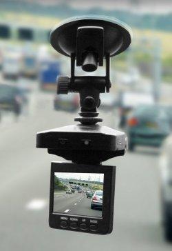 @digitalo: 24,95€ für HD Dashcam, 2,5 Display, Microfon, 4x dig.Zoom, deutscher Händler Versand ab 4€