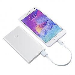 11,78 € – original XIAOMI 5000mAh ultra dünnes 9.9mm portables Akku Ladegerät für Mobiltelefone @banggood.com