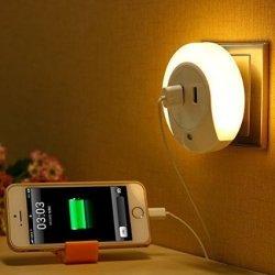 Nachtlicht mit 2x USB Ladestation für 9,99 € dank Gutschein @ Amazon